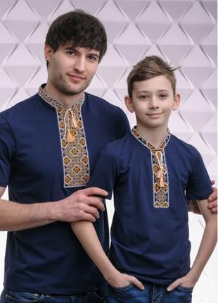 Парная вышиванка синяя футболка с золотой вышивкой крестиком