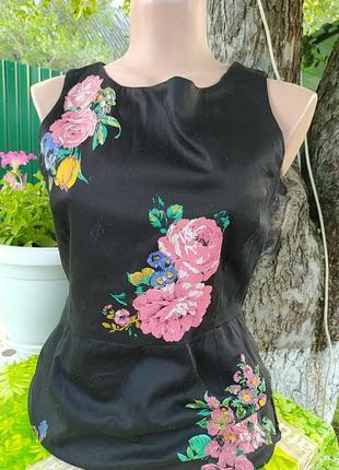 Черное платье в цветах