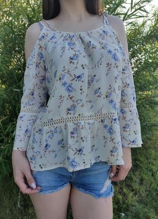 Шикарная блузка молочного цвета в цветы