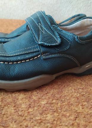 Чорні шкіряні туфлі в школу умница