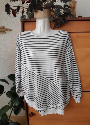 Стильный летний свитер-лонслив оверсайз в актуальном морском стиле, косой низ