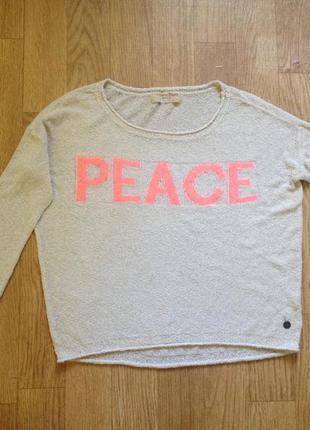 Классный свитер от мирового бренда.