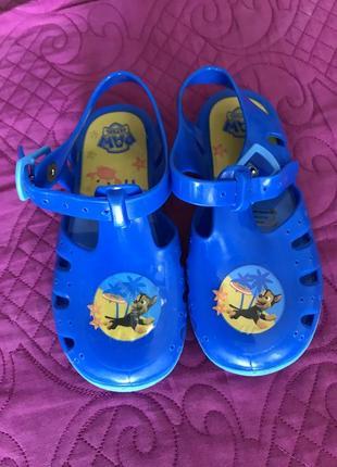 Летние резиновые каучуковые сандалии