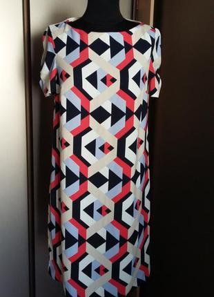 Платье в геометрический принт