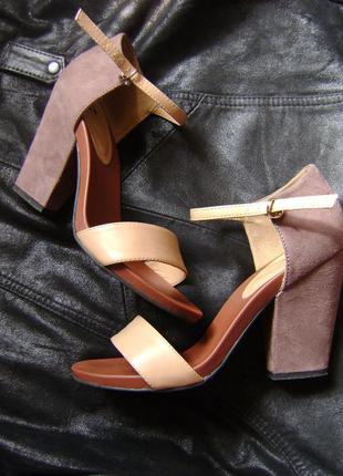 Ретро-босоножки на каблуке-блоке