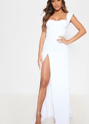Невероятное белое длинное платье с разрезом до бедра