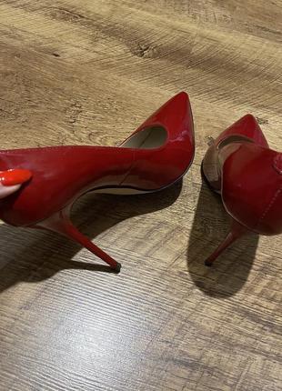 Лодочки лаковые кожаные красные