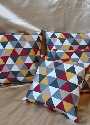 Декоративные подушки с треугольниками с водоотталкивающей ткани
