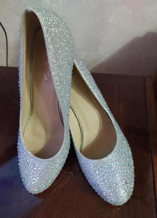 Kelsi очень красивые туфли kelsi