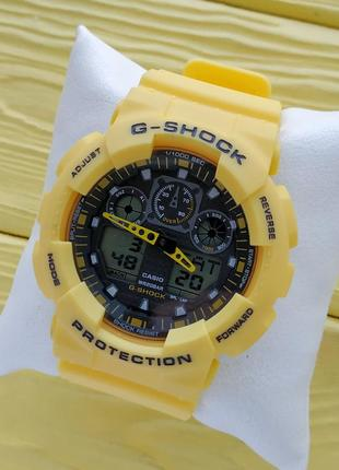 Спортивные наручные часы желтого цвета с черным циферблатом