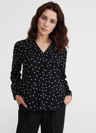 Прекрасная рубашка в горошек с v-вырезом от reserved