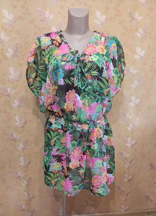 Летнее пляжное платье с экзотическим мотивом