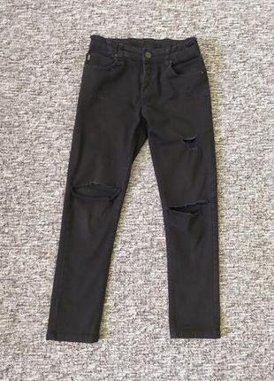 Чорні порвані джинси