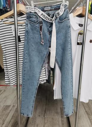 Красивые джинсы скинни с поясом