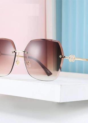 Стильные солнцезащитные очки безободковые (без оправы)