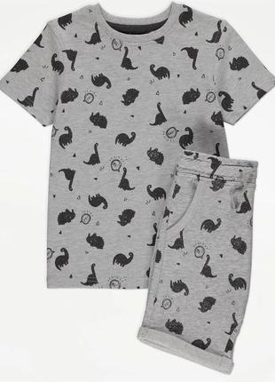 Серая футболка с принтом динозавров и шорты