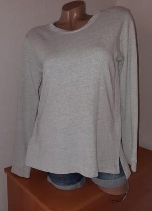 Светло-серый свитшот с удлинённой спинкой