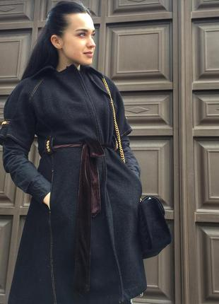 Шикарное пальто с коротким рукавом, с велюровым поясочком