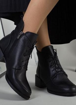 Ботинки на каблуке со шнуровкой,кожаные
