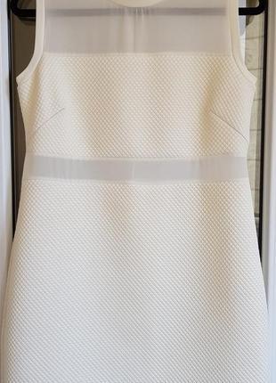 Короткое белое нарядное платье