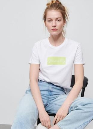 Топовая летняя футболка с вышивкой
