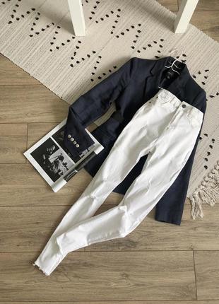 Біленькі джинси скіні bershka