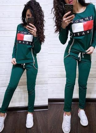 Зеленый спортивный костюм кофта со змейками с надписью tommy длинный рукав