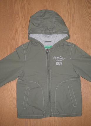 Куртка ветровка с капюшоном лёгкая и ноская united collors of benetton 4-5 лет 110см