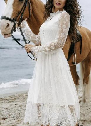 Белое кружевное нарядное платье миди с кружевным рукавом на свадьбу-роспись