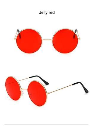 Круглые очки от солнца с золотистой оправой и красной линзой