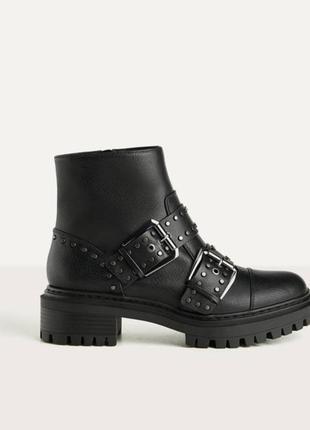 Крутые ботинки с заклепками