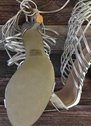 Изящные босоножки с декоративными ремешками на высокой шпильке    sh1225  public desire4 фото