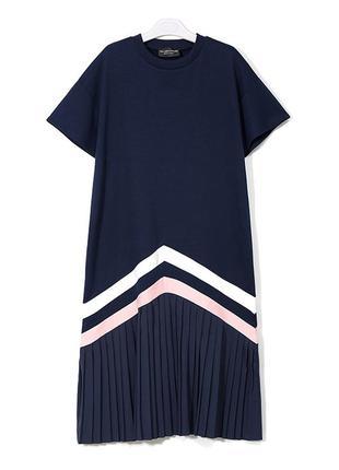 Новое трикотажное стройнящее синее платье с гофрированной юбкой