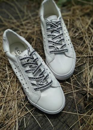 Літні кеди / кросівки з перфорацією 2 пари шнурків