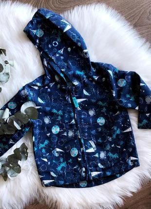 Курточка-дождевик с капюшоном и карманами для мальчика
