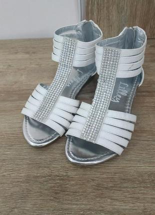Босоніжки / сандалі