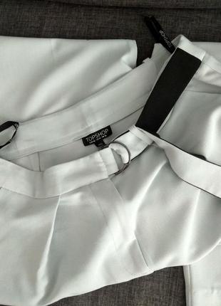 Topshop. повседневные брюки с карманами заужены к низу.