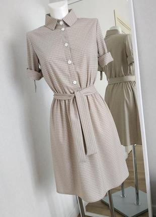 Платье с поясом бежевое в клетку