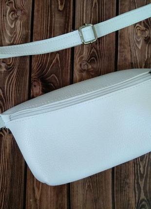 Белая сумочка кроссбоди