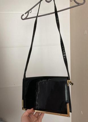 Трендовая лаковая сумка-клатч на ремешке
