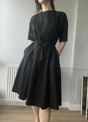 Льняное чёрное платье, с бантом на спине, миди длина