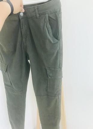 Брюки с карманами узкие джогеры