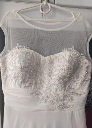 Сказочно красивое платье цвета айвори,шампань,слоновой кости с вышивкой камнями
