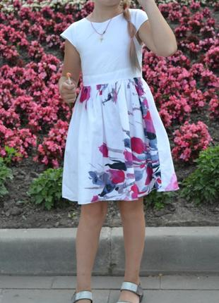 Нарядное красивое белое платье 6-8лет