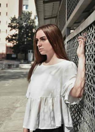Летящая легкая светлая блуза