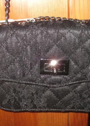 Миниатюрная сумочка из гипюра