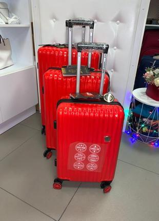 Распродажа. комплект красных противоударных  чемоданов
