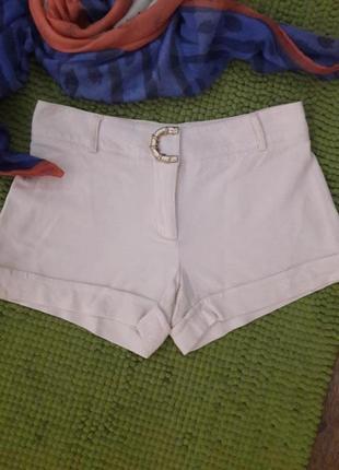 Белые короткие шорты от roberto cavalli 🎩
