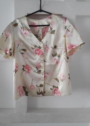 Красивая блуза из атласа
