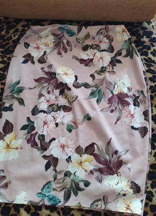 Бежевая юбка в цветочный принт миди